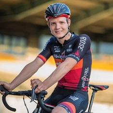 Felix Gross una joven promesa del ciclismo alemán sobre su bicicleta