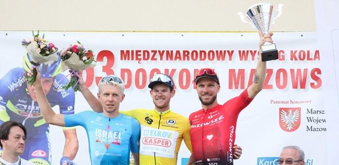 Michael Kukrle en el podium tras ganar la Dookola Mozowsza 2020